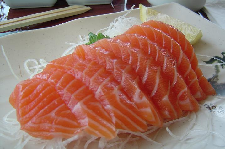 Cá hồi giàu đạm và omega3