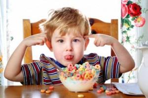 Lựa chọn thức ăn cho trẻ hợp lý